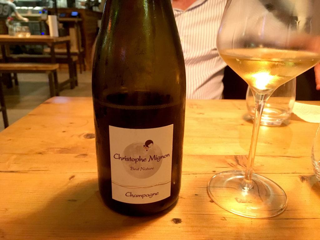 Eine Flasche Champagner von Christoph MIgnon