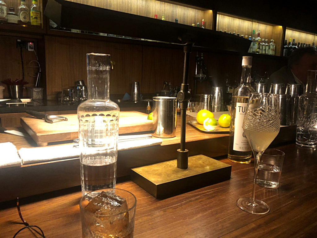 Tresen Charle Schumanns Cocktail-Bar Les Fleurs du Mal am Odeonsplatz in München